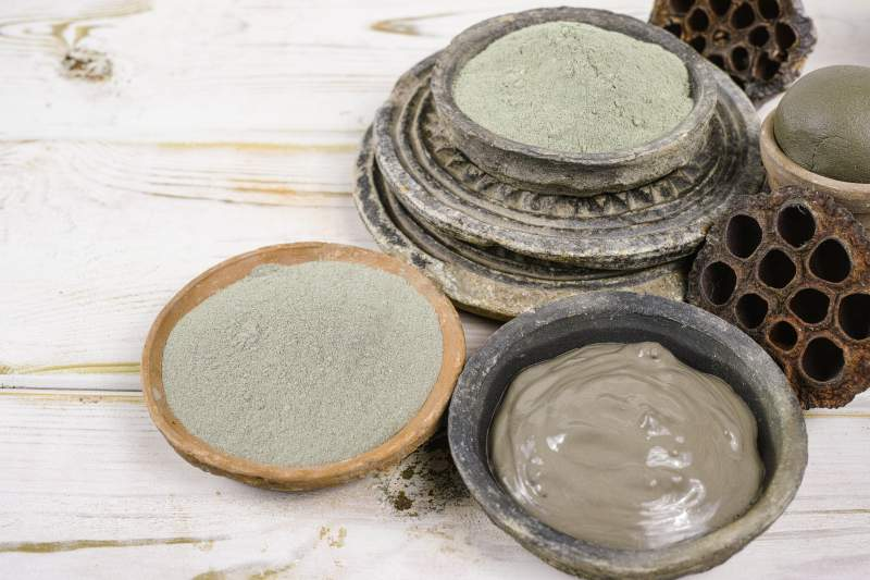 the ultimate guide to cosmetic clay - french green clay