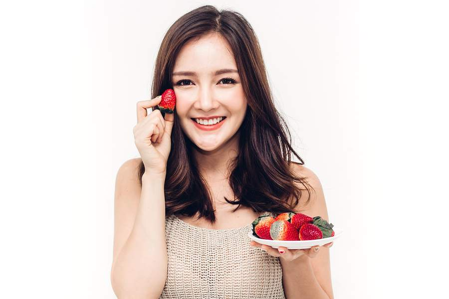 making lip tint from berries