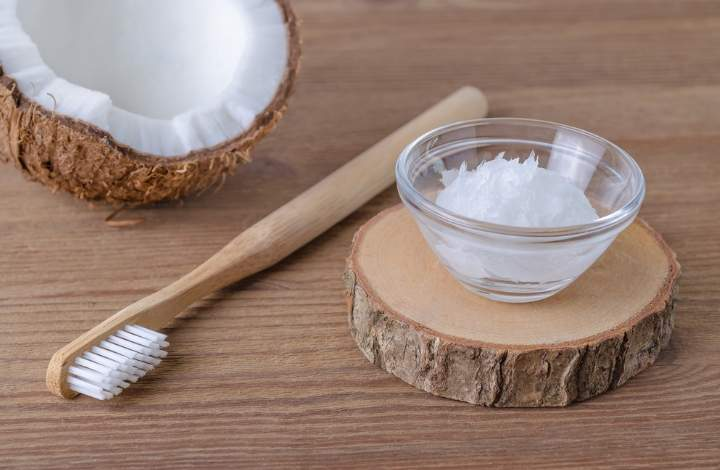 using coconut oil to naturally whiten teeth