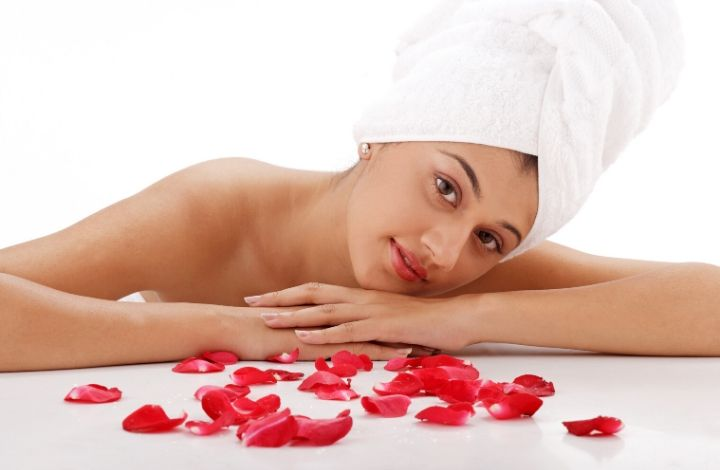 How to Use Rosewater On Skin