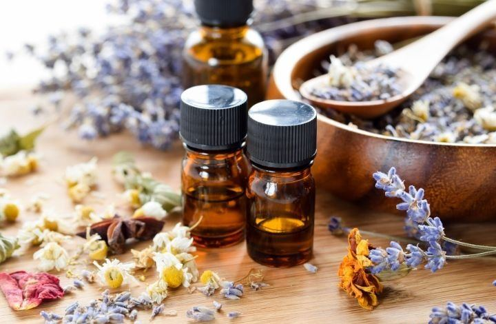 What to Look for in Essential Oils for Sensitive Skin