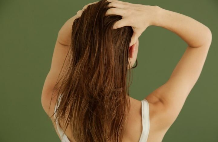 Using the Best Essential Oils for Thinning Hair