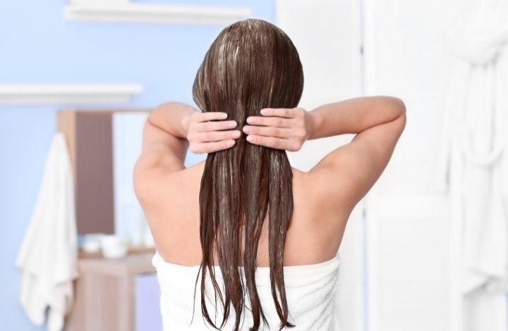How to Apply Anti-Frizz Hair Mask
